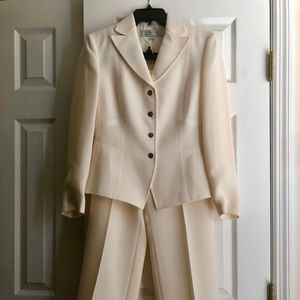 TAHARI Suit Brand New Without Tags
